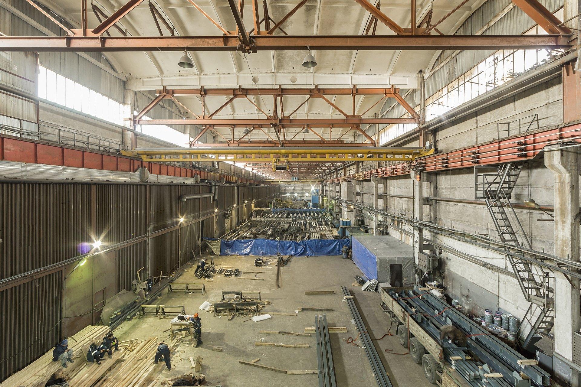 Сдается в аренду производственно-складской комплекс с административными помещениями общей площадью — 5260м2 на земельном участке 6337м2 по адресу 3-й Рыбацкий проезд, д.3, Лит. Д и Лит. Е.