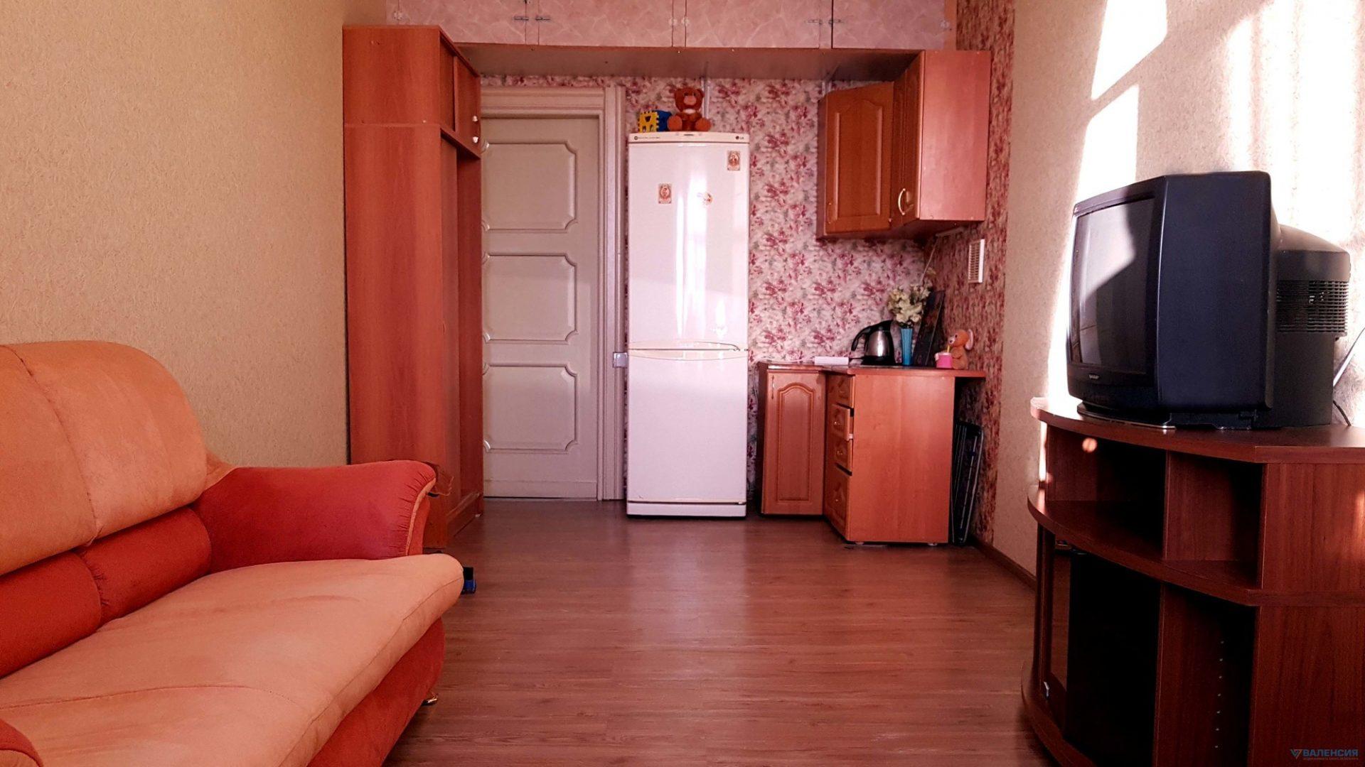 Продается комната 16,5м2 с евро-ремонтом и мебелью в квартире общ пл 240.9м2, 14-линия В.О., д.11/38