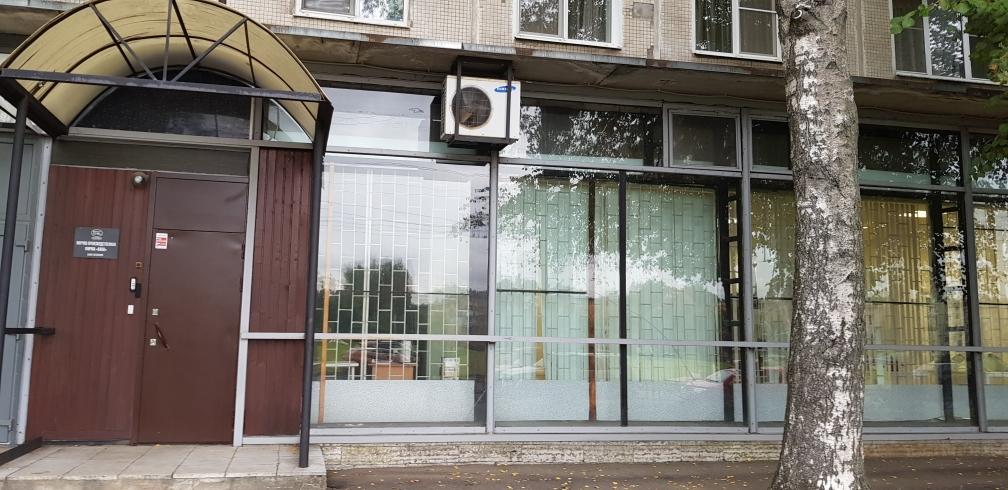 Продается коммерческое помещение 376,2м2, 1 этаж, витринные окна. Кондратьевский пр, д.75, к.2.