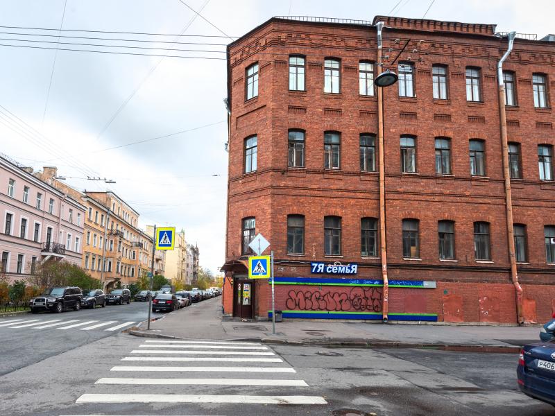 Аренда торгового помещения 690,5м2, в Центральном р-не, первая линия, ул. Дегтярная 5-7.